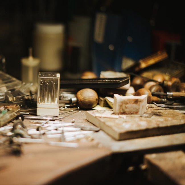 Aufarbeiten und Wiederherstellen von altem Schmuck