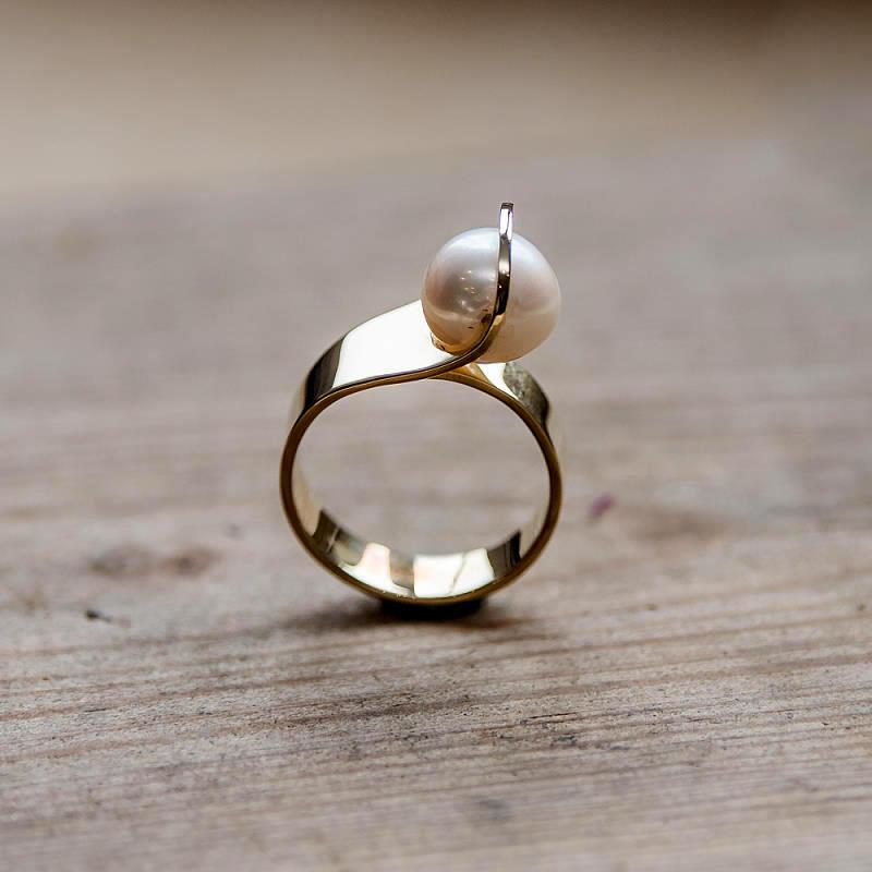 Ring aus 585 Gelbgold (14k) mit Barrockperle