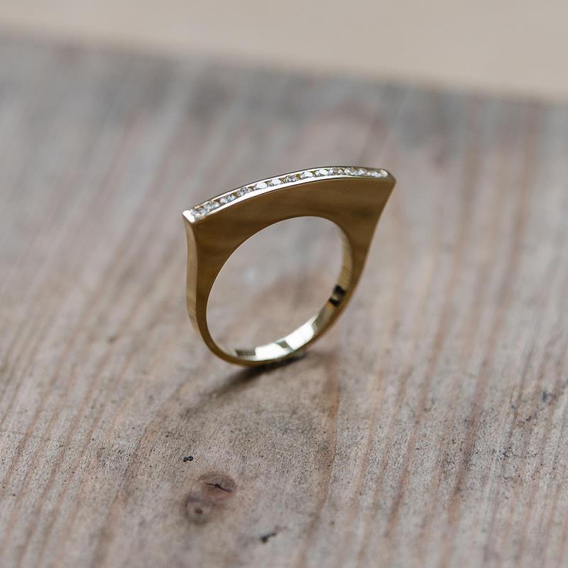 Ring aus 585 Gelbgold (14k) mit 20 Brillanten in Kanalfassung