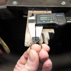 Das herauszunehmende Stück wird genau vermessen und auf der Ringschiene markiert.